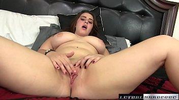 Pornô grátis com irmã tetuda provocando até ganhar pau