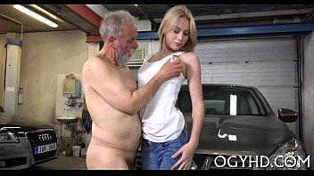 Sexo novinha linda dando a bucetinha pro tio