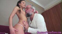 Vídeo de pornô grátis filha dando pro pai